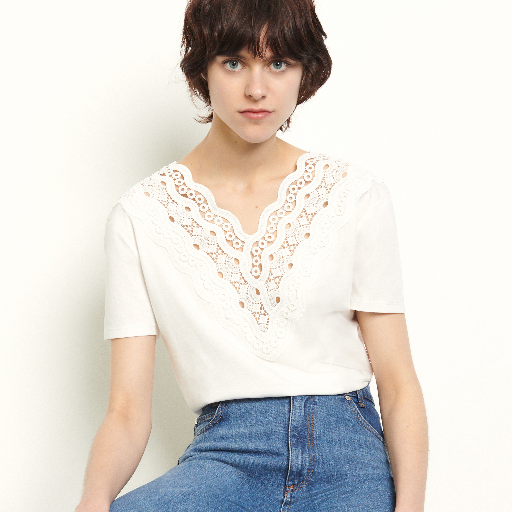 Cotton T shirt with embroidery   - White