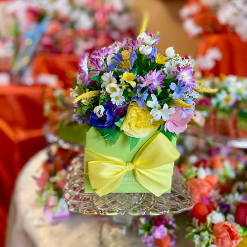 Extravaganza multicolor Flower Box 32pc