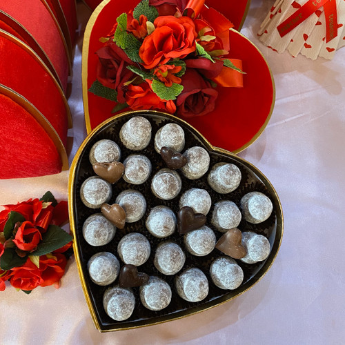 here featuring our famous Champagne truffles. It can be filled up with any chocolate type