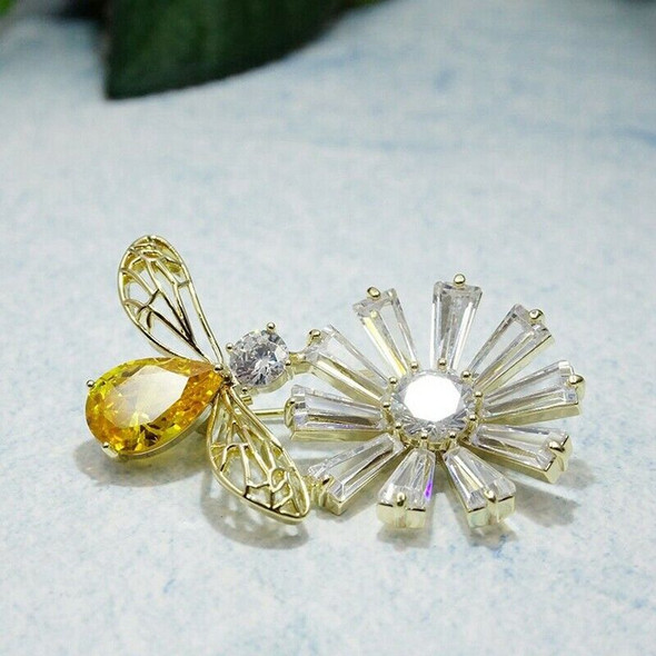 Cute Animal Insects Flying Bee Brooch Lady Men'S Corsage Hat Scarf Accessor