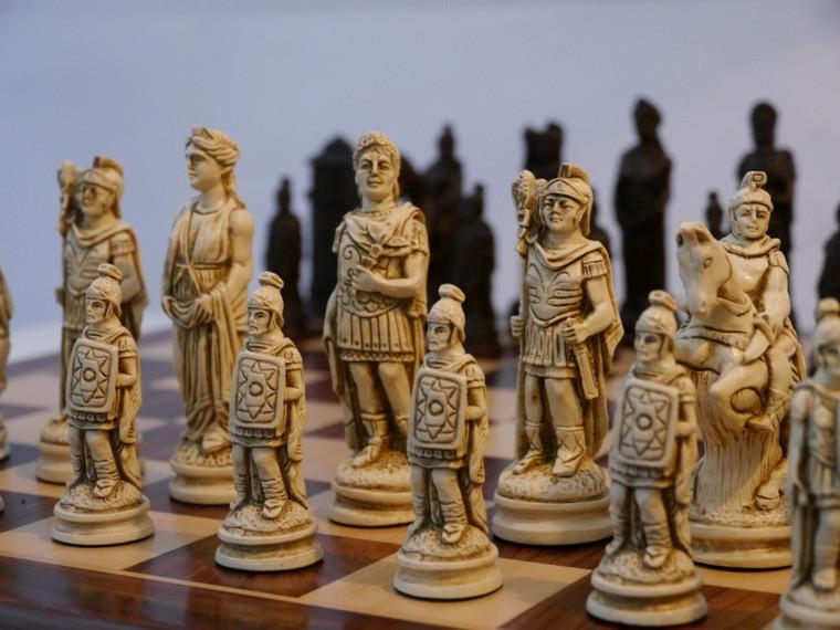 Berkeley Chess Roman (Brown) Chessmen pieces (BC2007)
