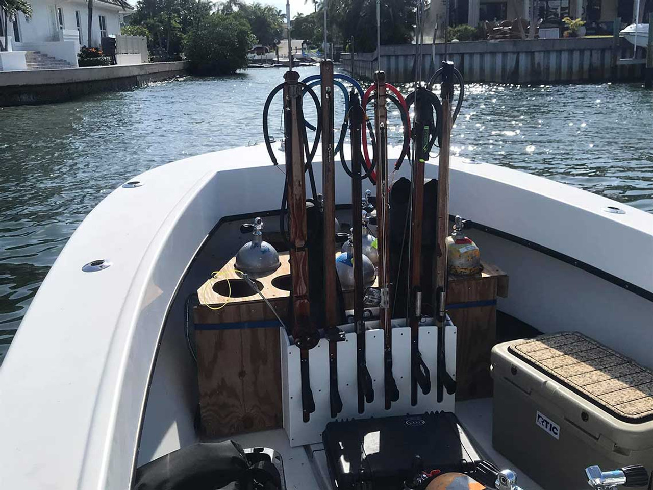 6 slot speargun rack by Mangrove Marine Products.  Compatible with most scuba style spearguns as well as Euro Style Spearguns.  Spearguns for display only.