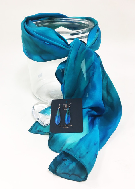 Give her the most stunning this year. Earle's Loveland brings you local artist collections from copper earrings and pendants by Fort Collins DC Designs and hand painted Silk scarves from Silk Sensations! Paired together these designs are the most stunning accessories she is sure to LOVE!