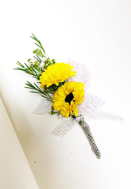 Splashes of yellow in those beautiful mini sunflower boutonniere!