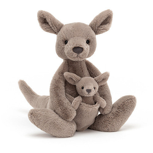 Kara Kangaroo has a bonza surprise - she's brought along her jumping joey! This mocha mama has soft, springy feet, long leafy ears and a huge tail for balancing! Baby pops out of her cosy tummy pouch, ready for the veggie barbie!
