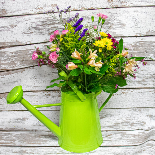 Fill this beautiful 2L watering can with a stunning spring themed flower arrangement. The perfect gift for the gardener in your life!