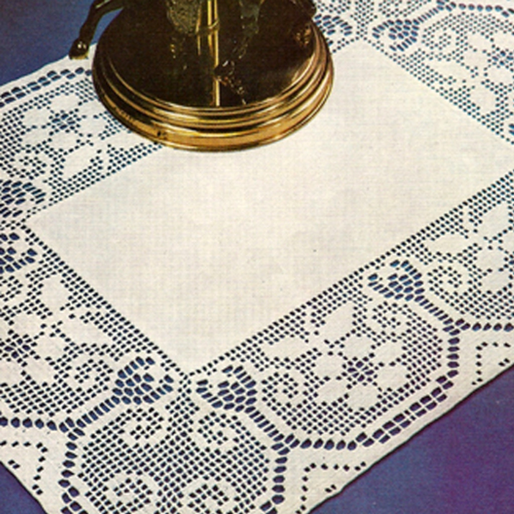 Vintage Lily Edging for Linen Doily Pattern