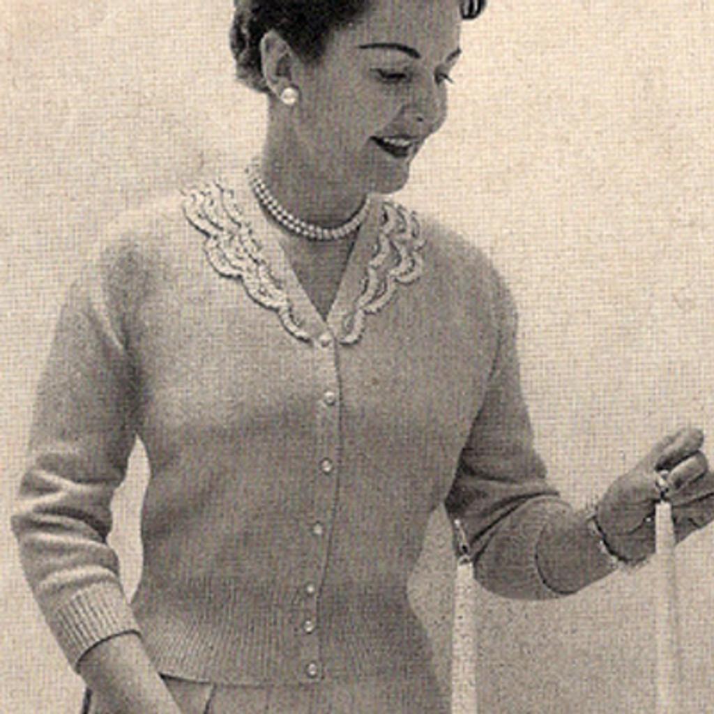 da94628f5 ... Knitting Pattern Misses Blouse with V-Neck