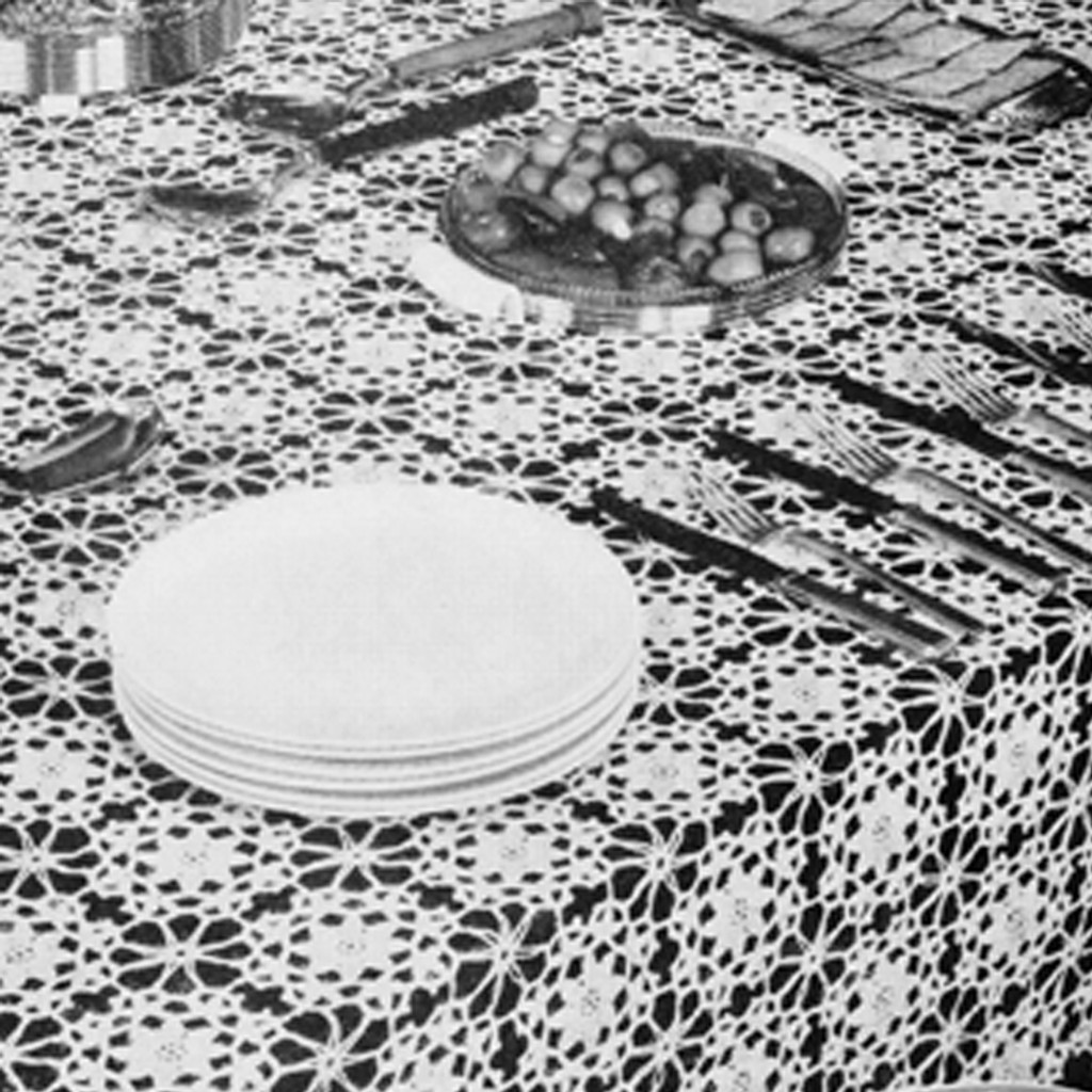 Flower Medallion Crocheted Tablecloth Pattern, Vintage 1950s