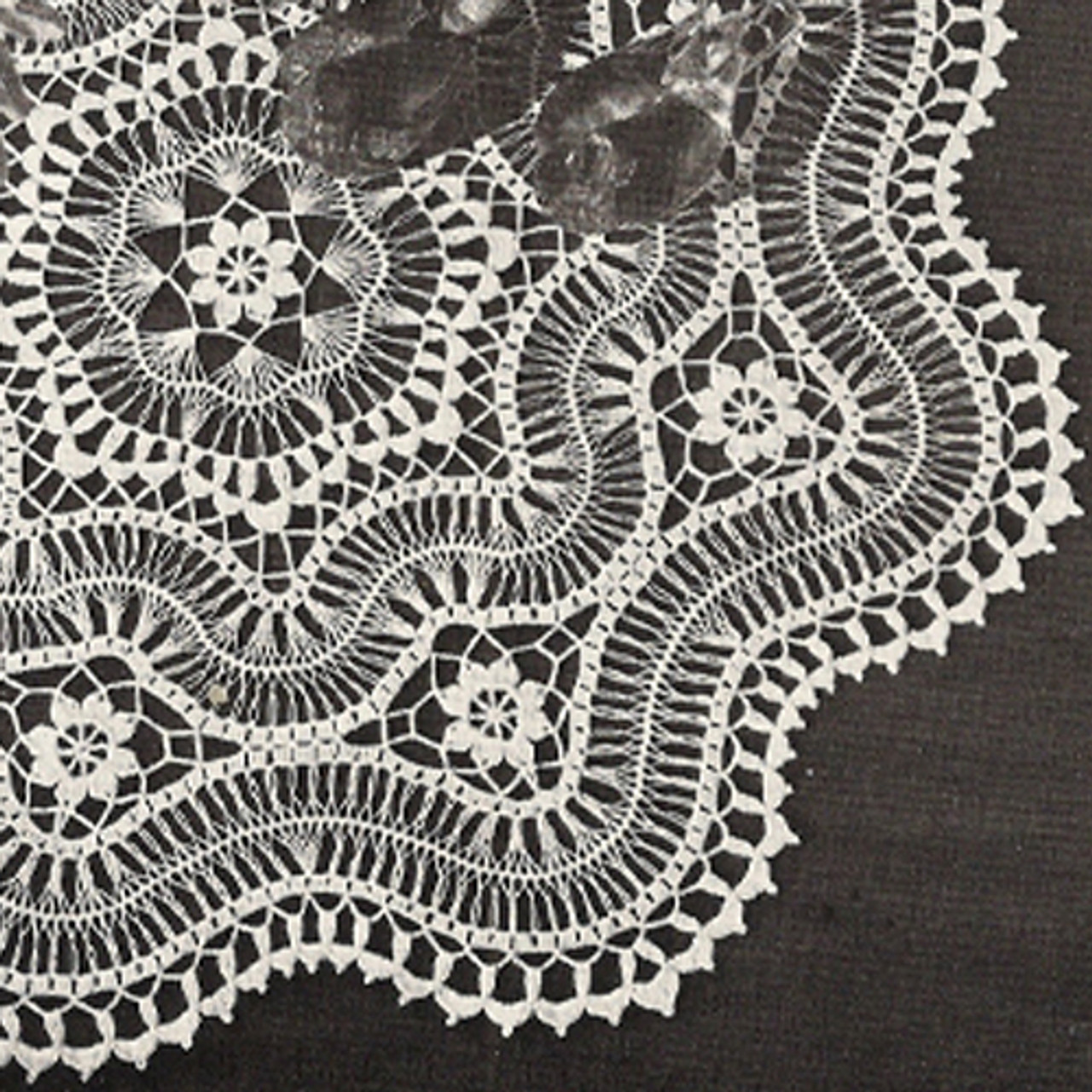 Vintage Scalloped Doily in Hairpin Lace