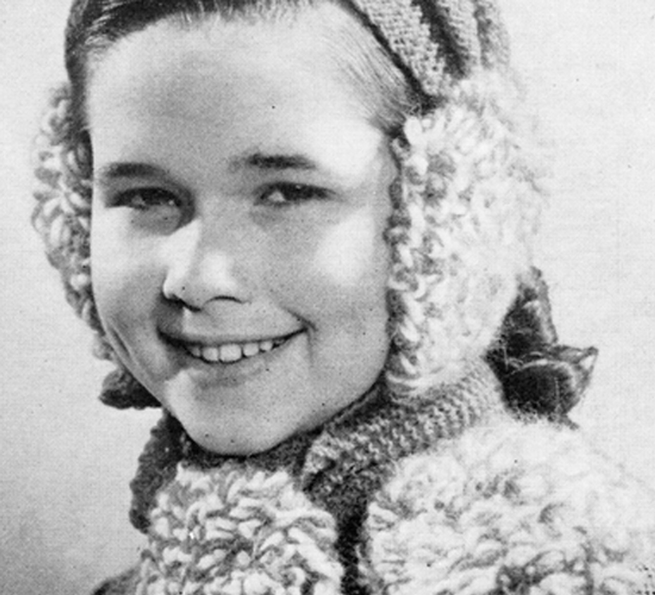 Girls Knitted Earmuff and Scarf in Loope Stitch