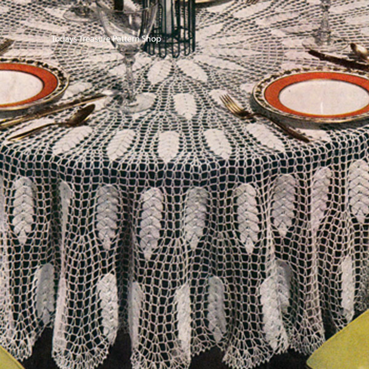 Vintage Crocheted Round Tablecloth Pattern from Coats & Clarks