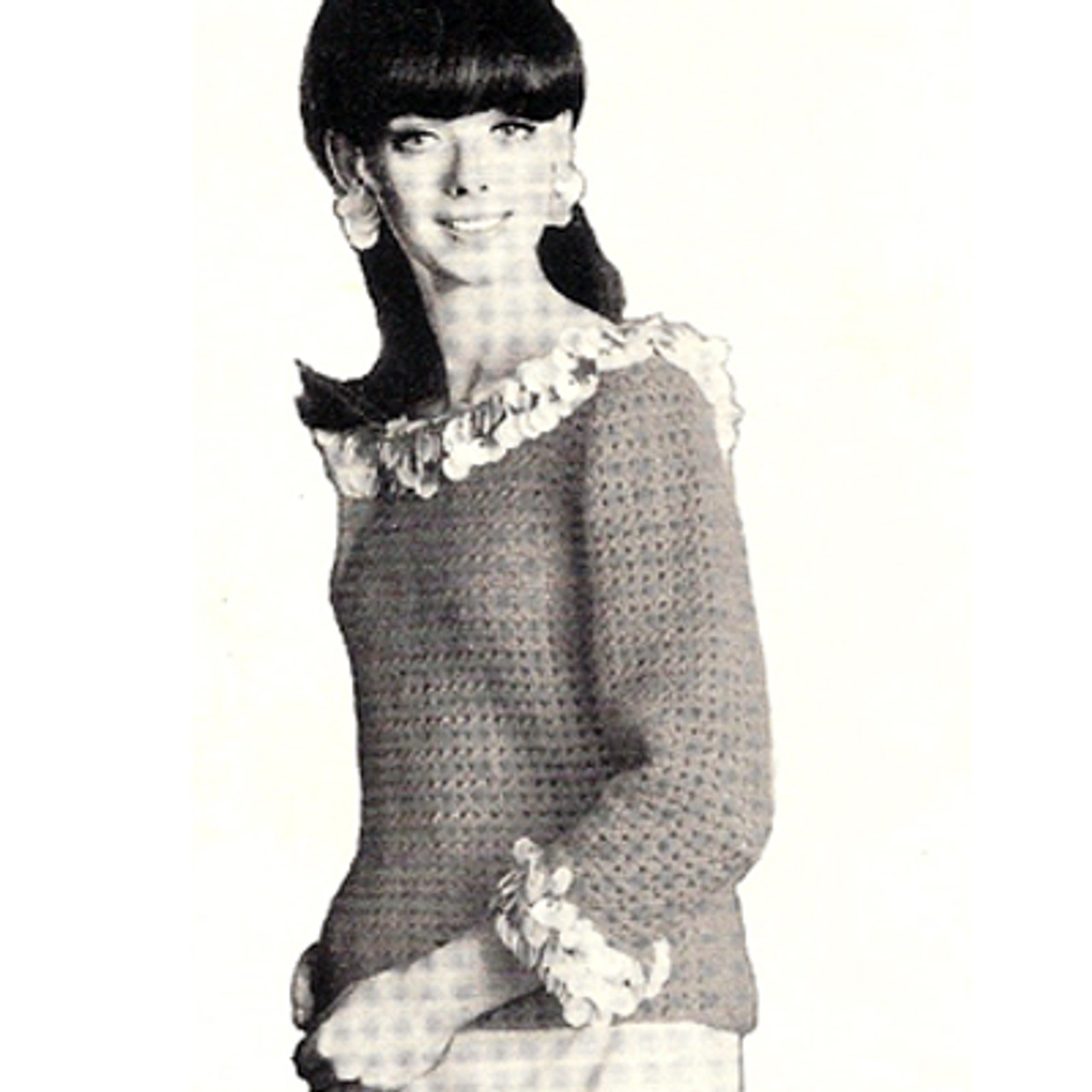 Loose Fitting Crochet Sweater with Bangle Trim