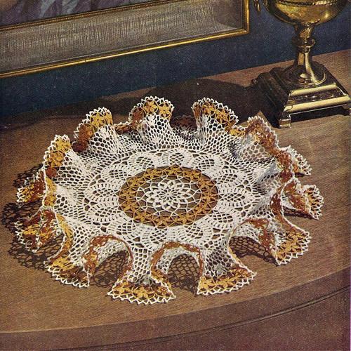 Two Tone Daisy Ruffled Crochet Doily Pattern