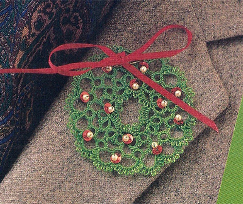 Tatted Holiday Wreath Lapel Pin Pattern