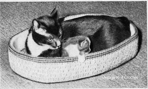 Crocheted Oval Cat Basket Pattern