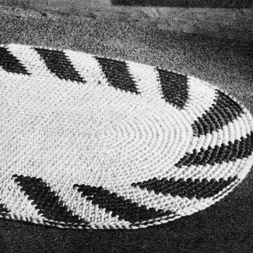 Crochet Oval Rug with Swirl Border, Vintage 1950s
