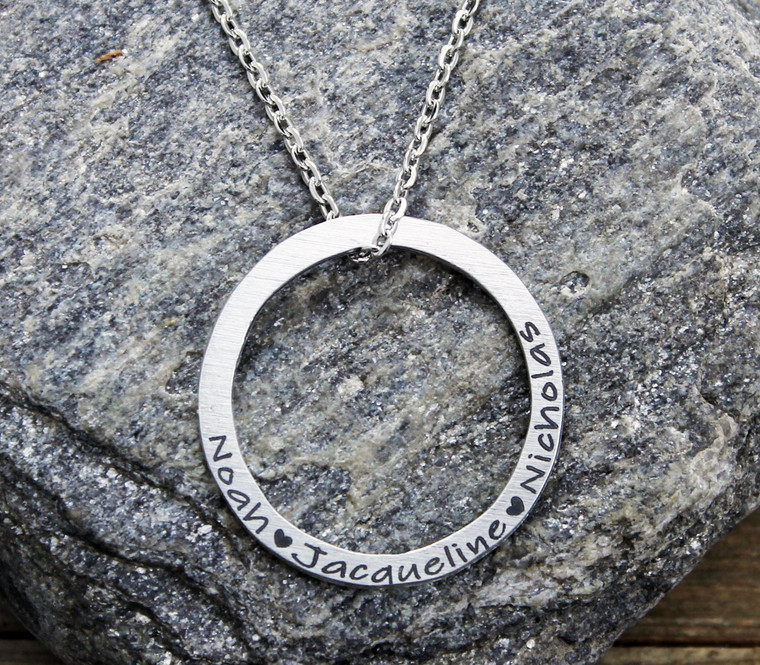 Engraved Circle <3 Necklace (1001)