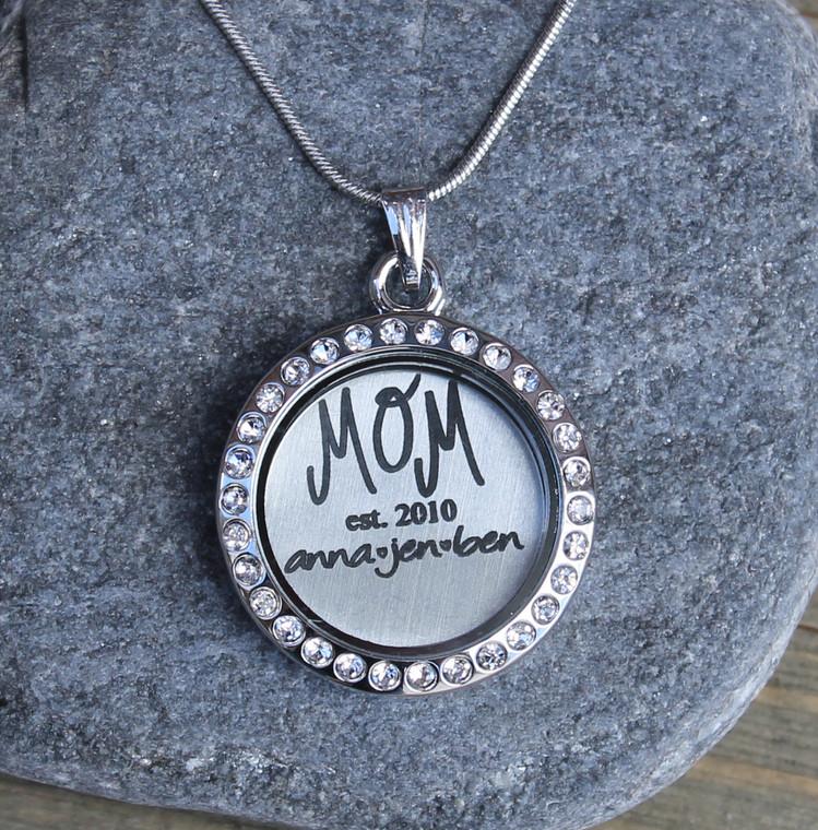 """Mom """"est"""" - Engraved Floating Charm Locket"""