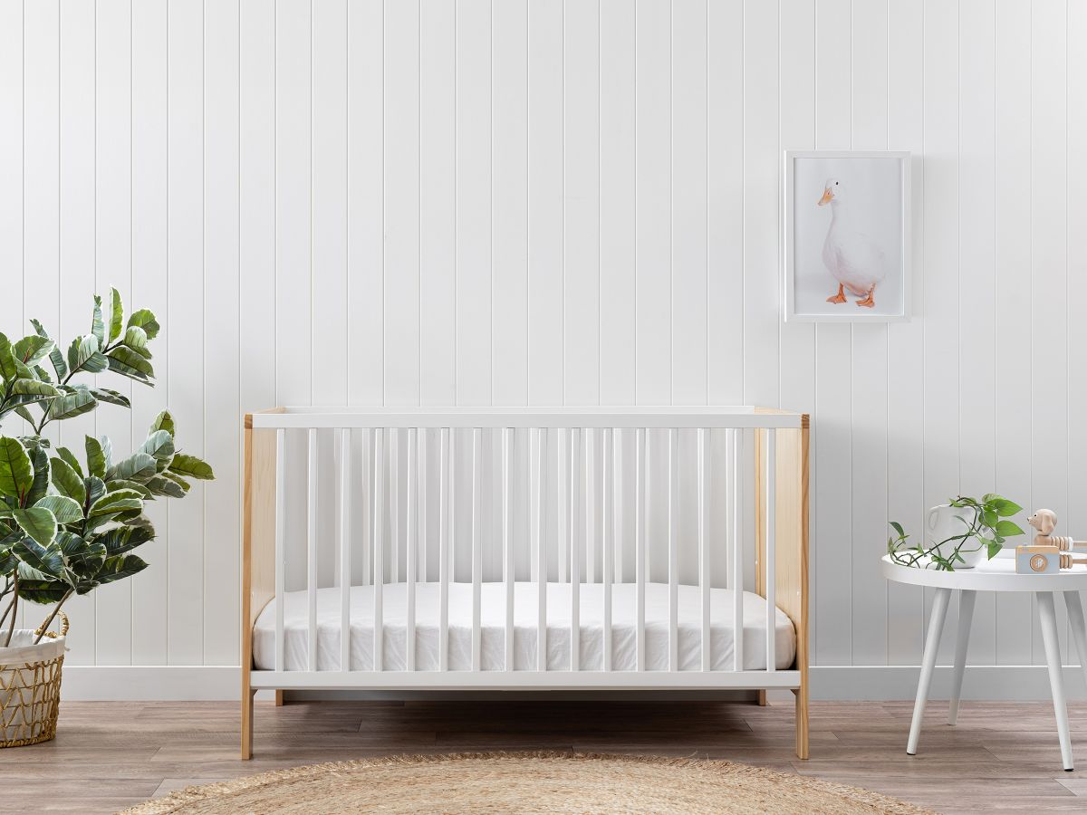 Mocka Aspiring Cot - White / Natural