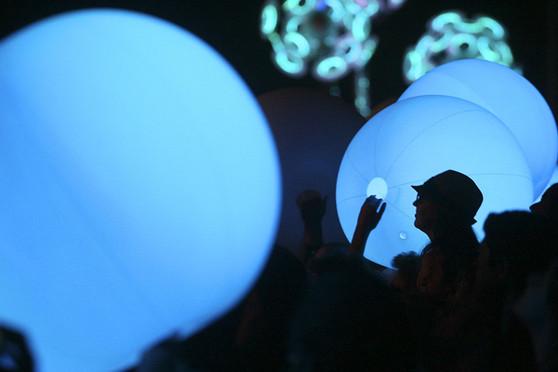 LED BEACH BALLS | LIGHT UP GIANT BALLS