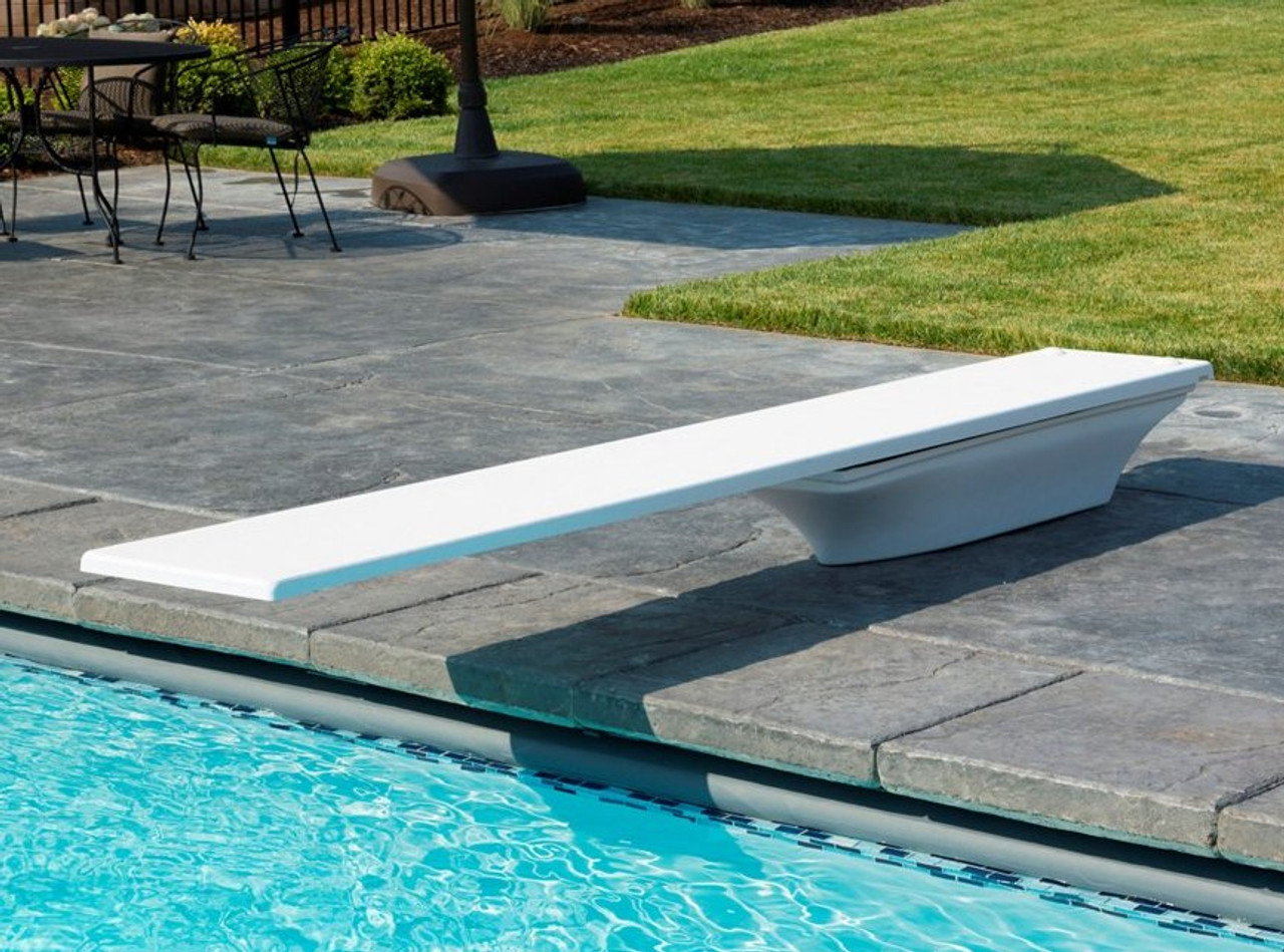 Frontier III swimming pool diving board with Flyte Deck