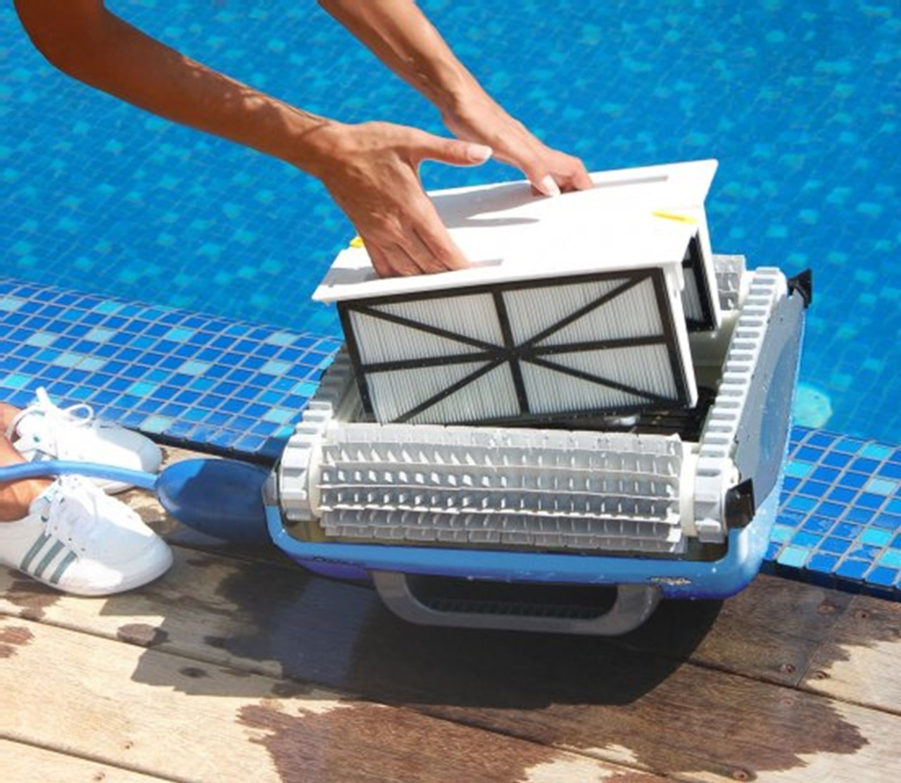 Dolphin Supreme M3 Robotic Swimming Pool Cleaner