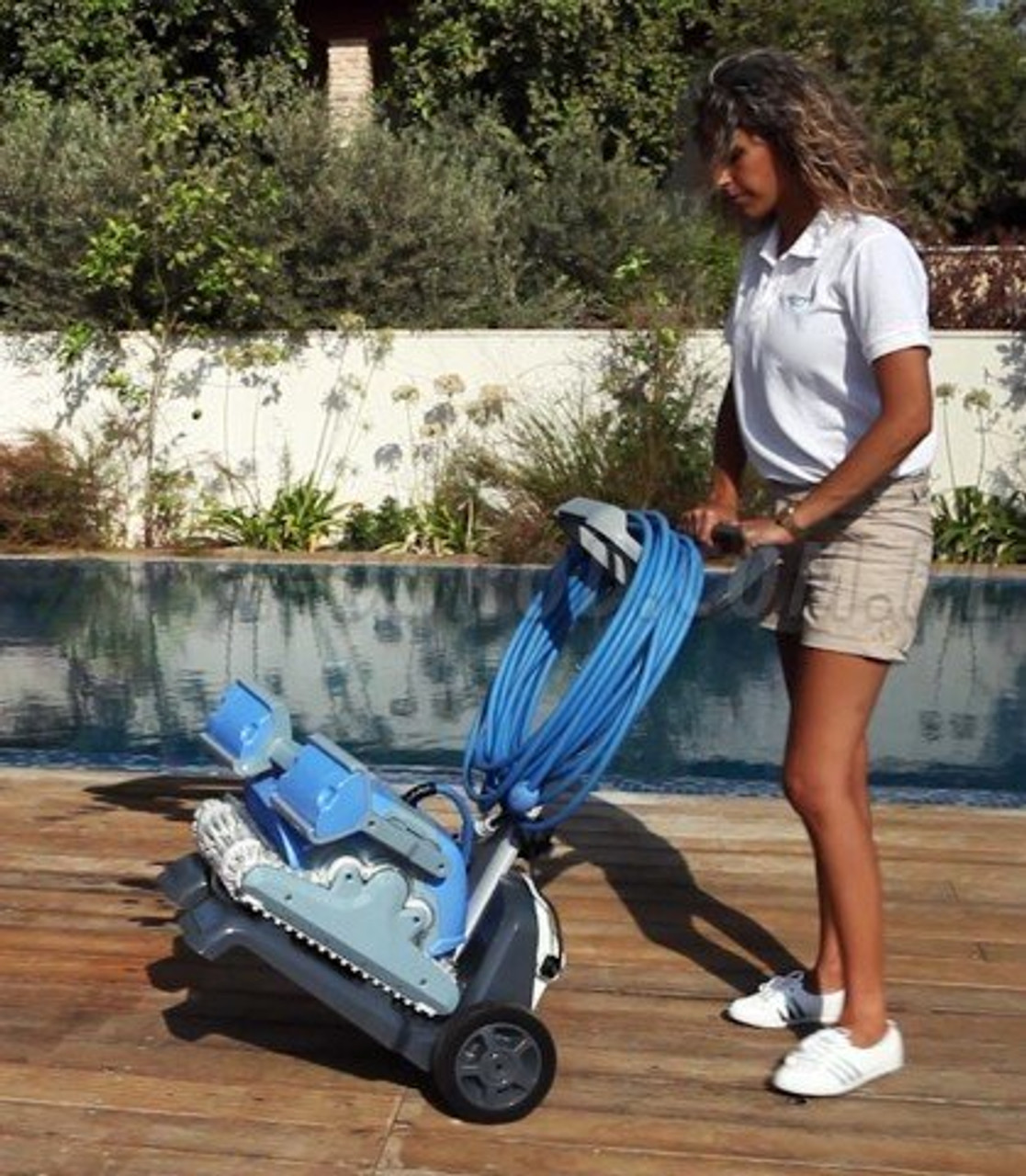 Dolphin Supreme M400 Pro Electronic Swimming Pool Cleaner on Cart