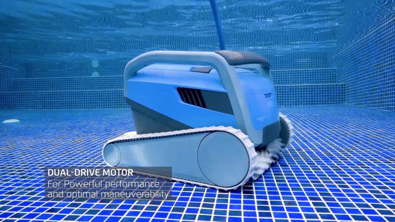 Dual drive motor for precise manoeuvrability