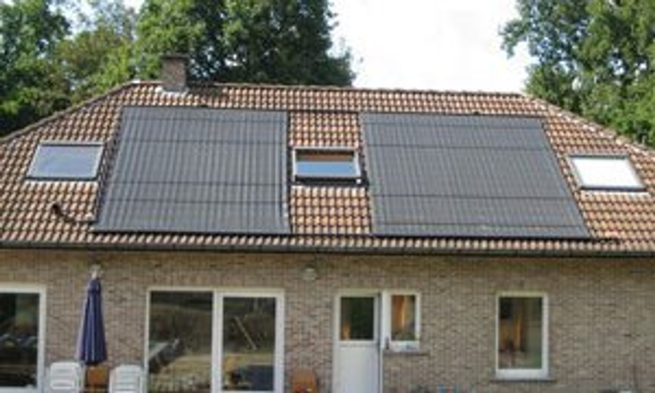 Swimming Poolsolar located on a roof