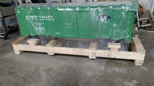 40' Lehigh Valley Box Car, with Trucks, Couplers, SHIPPED