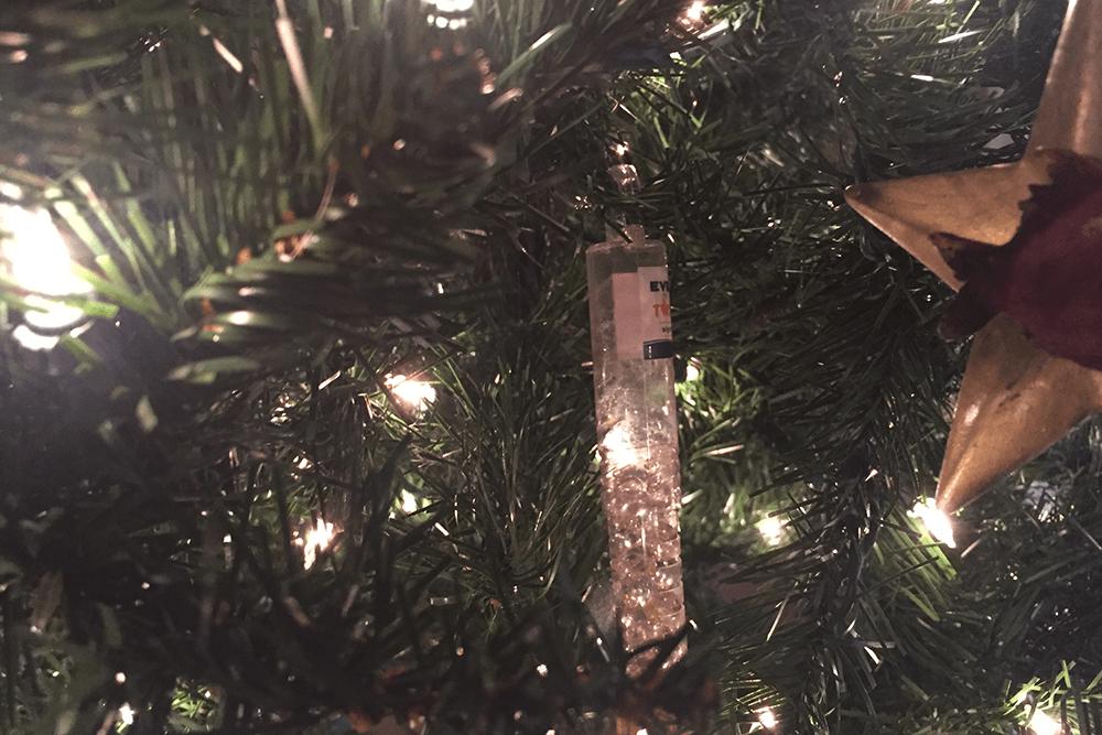 Dispenser of Pine