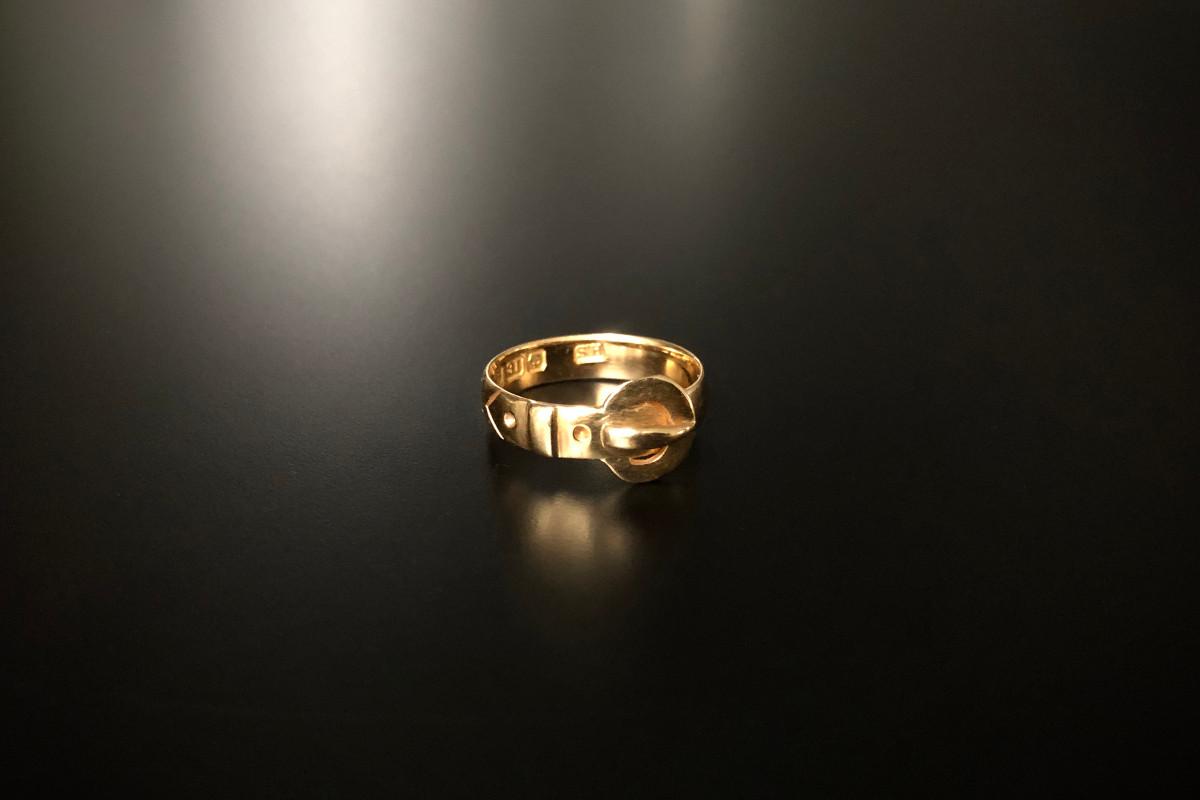Buckle ring. 18ct yellow gold. Birmingham, 1918.