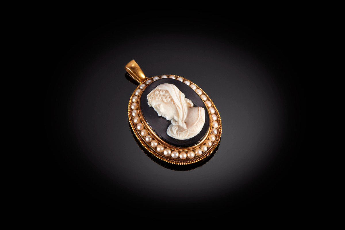 A Fine Antique Sardonyx, Pearl and Gold Cameo Pendant