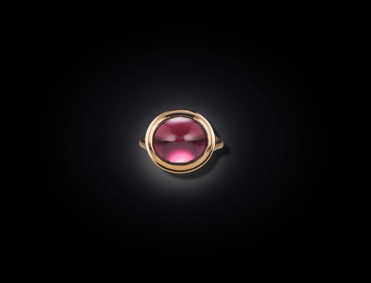 A Stunning Garnet Dress Ring in 9ct gold.