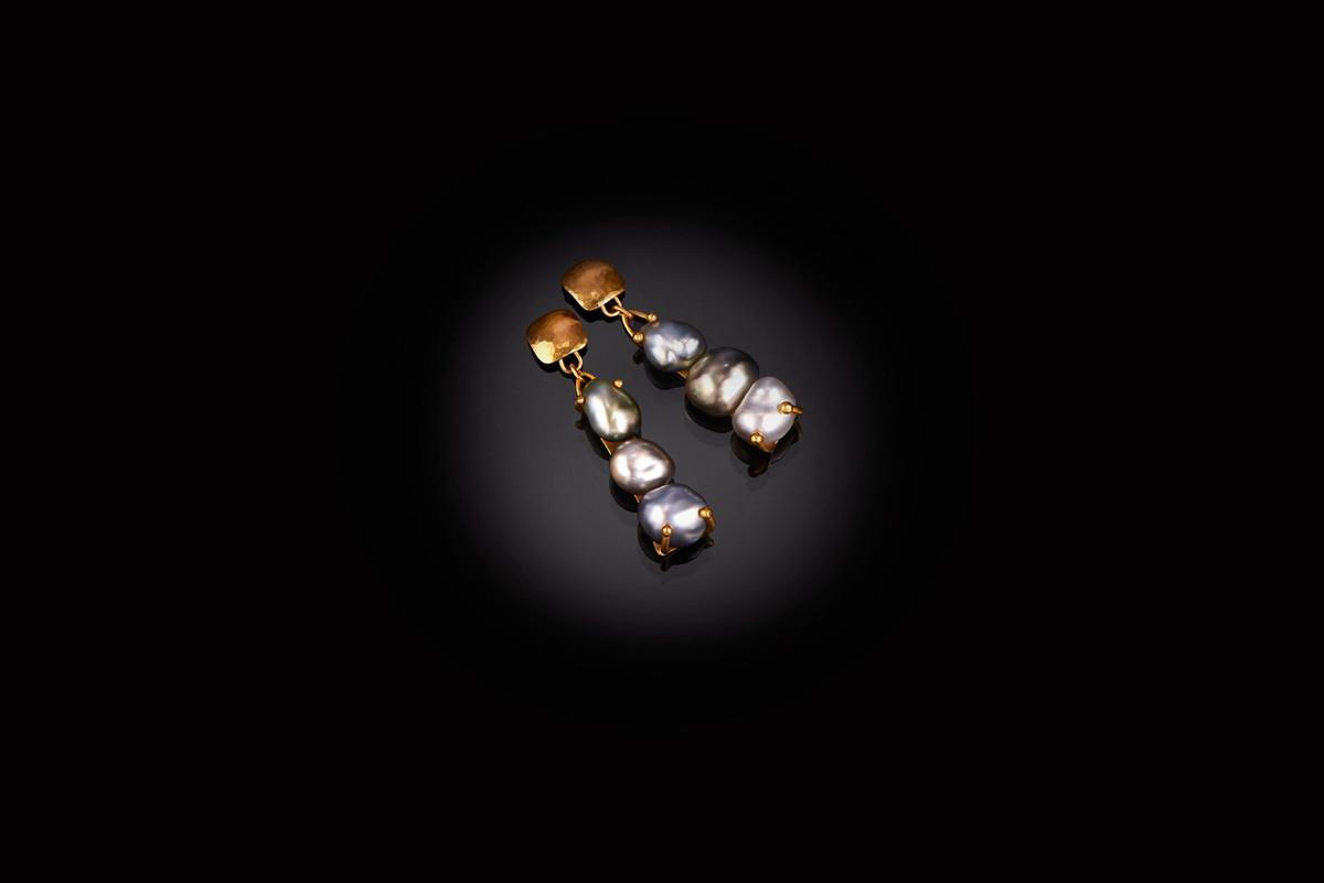 Tahitian Pearl and Gold Earrings