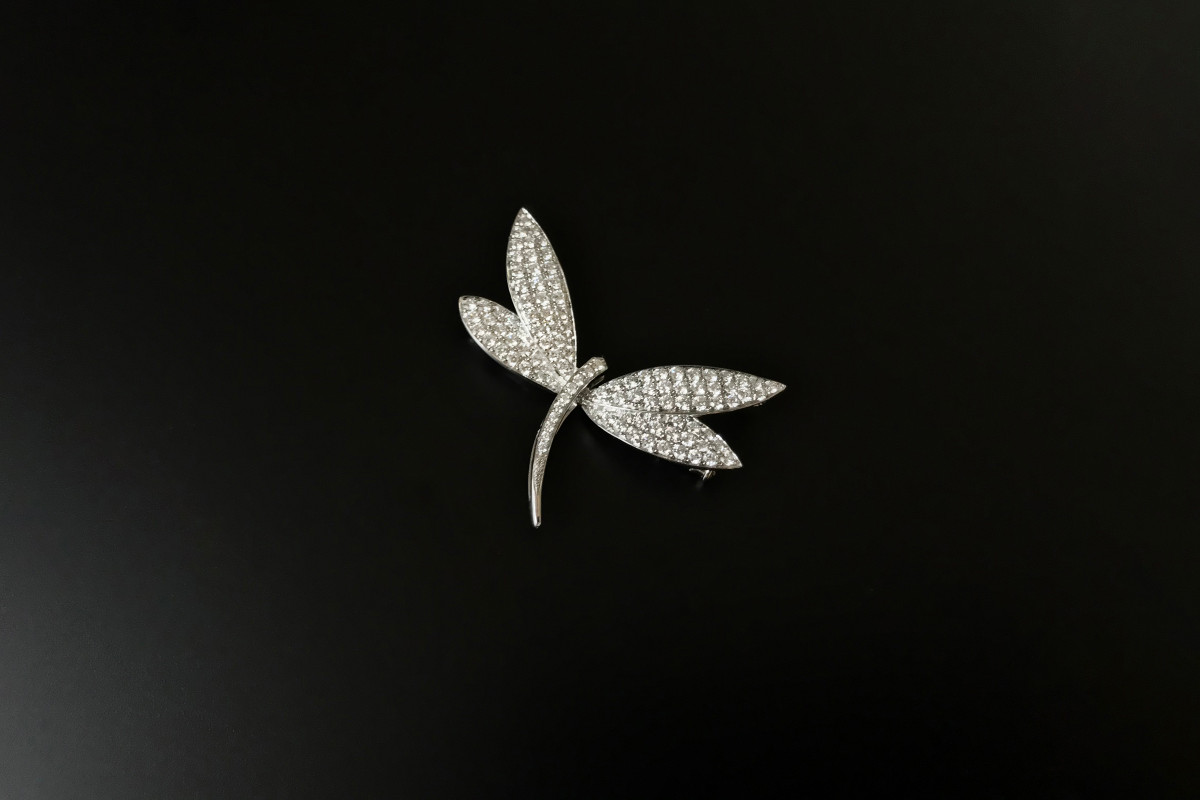 Diamond Dragonfly Brooch in 18ct white gold.