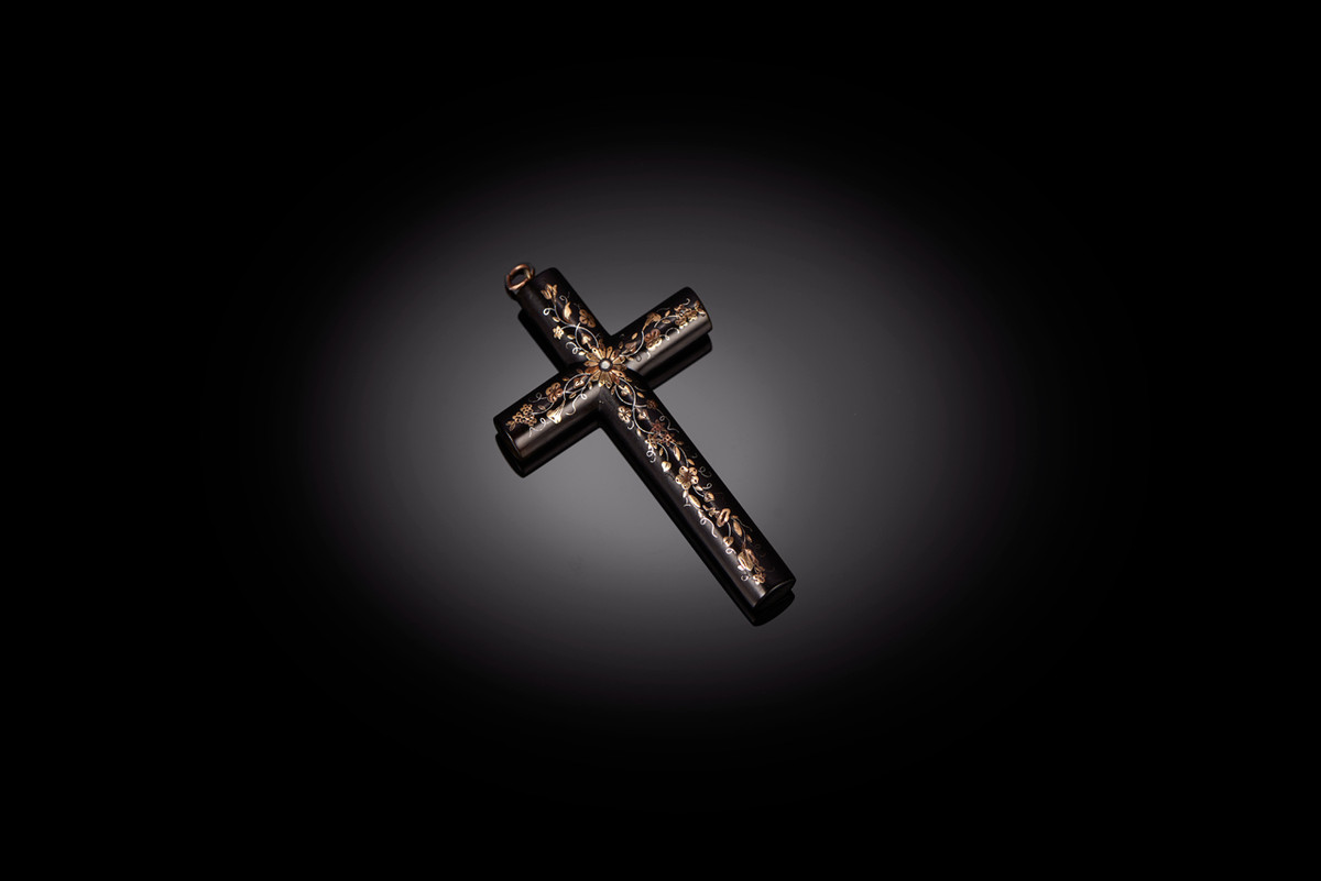 Victorian Pique Cross, tortoiseshell inlaid with rose and yellow gold and silver.