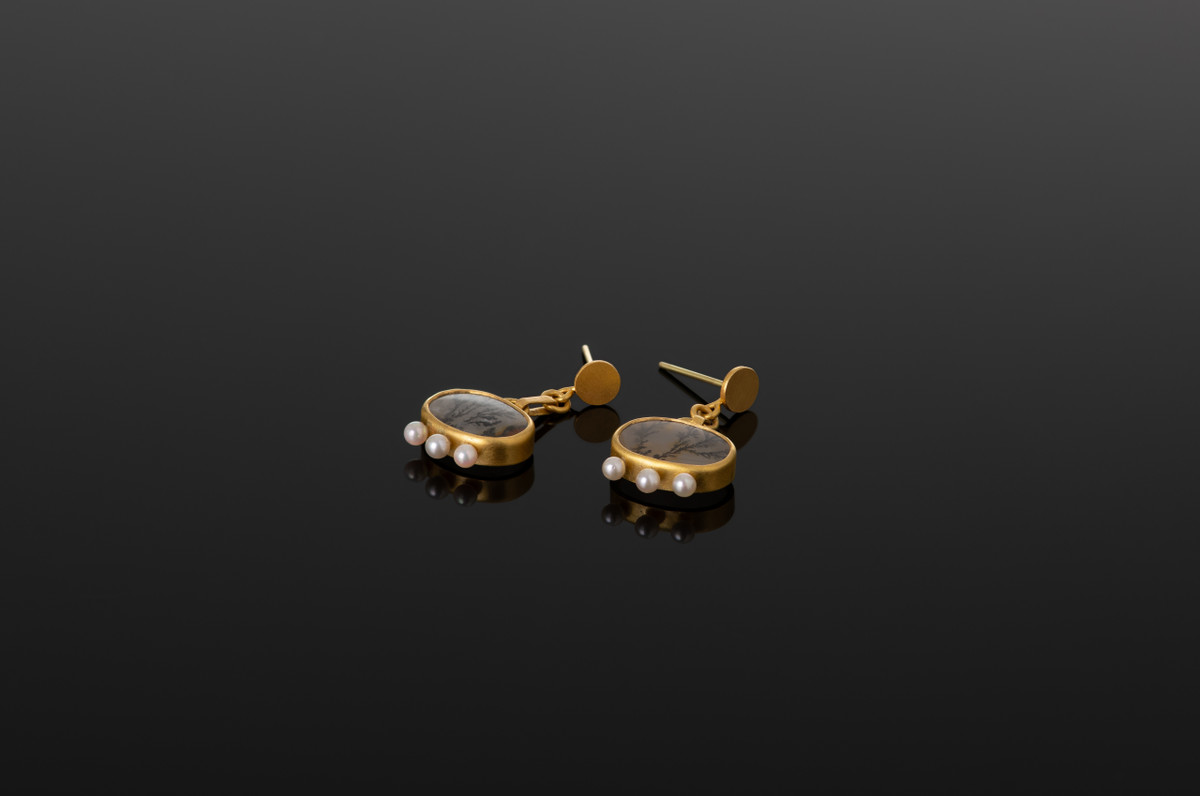Dendritic agate and Akoya pearl earrings in 22ct gold by Lisa Black.