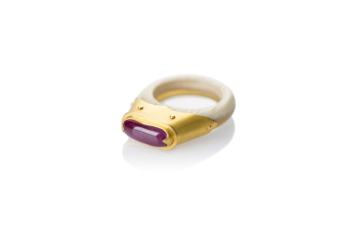 Monarch cabochon ruby ring with cream translucent cow horn band  22cy yellow gold.