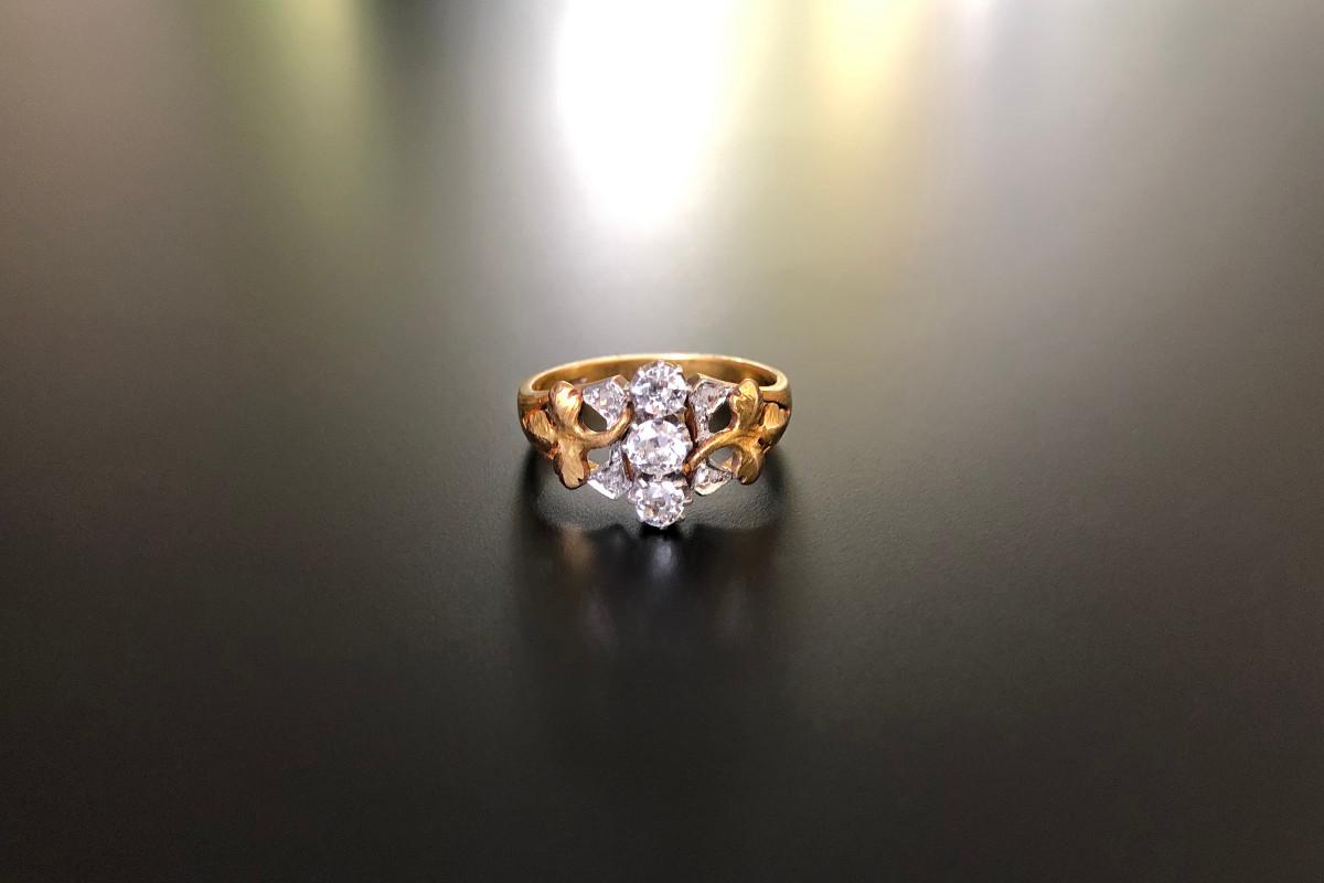 Art Nouveau diamond ring. Antique.