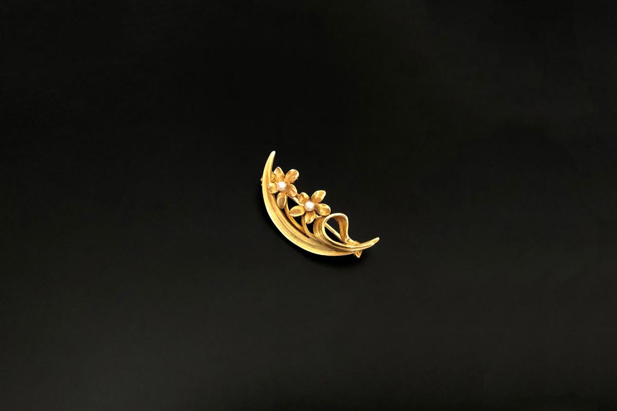 Honeymoon Pin By Krementz. Gold, pearl, American.
