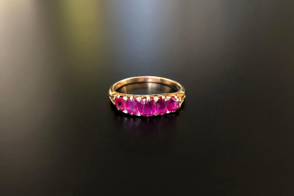 Five Stone Ruby Ring. 18k gold. Antique.