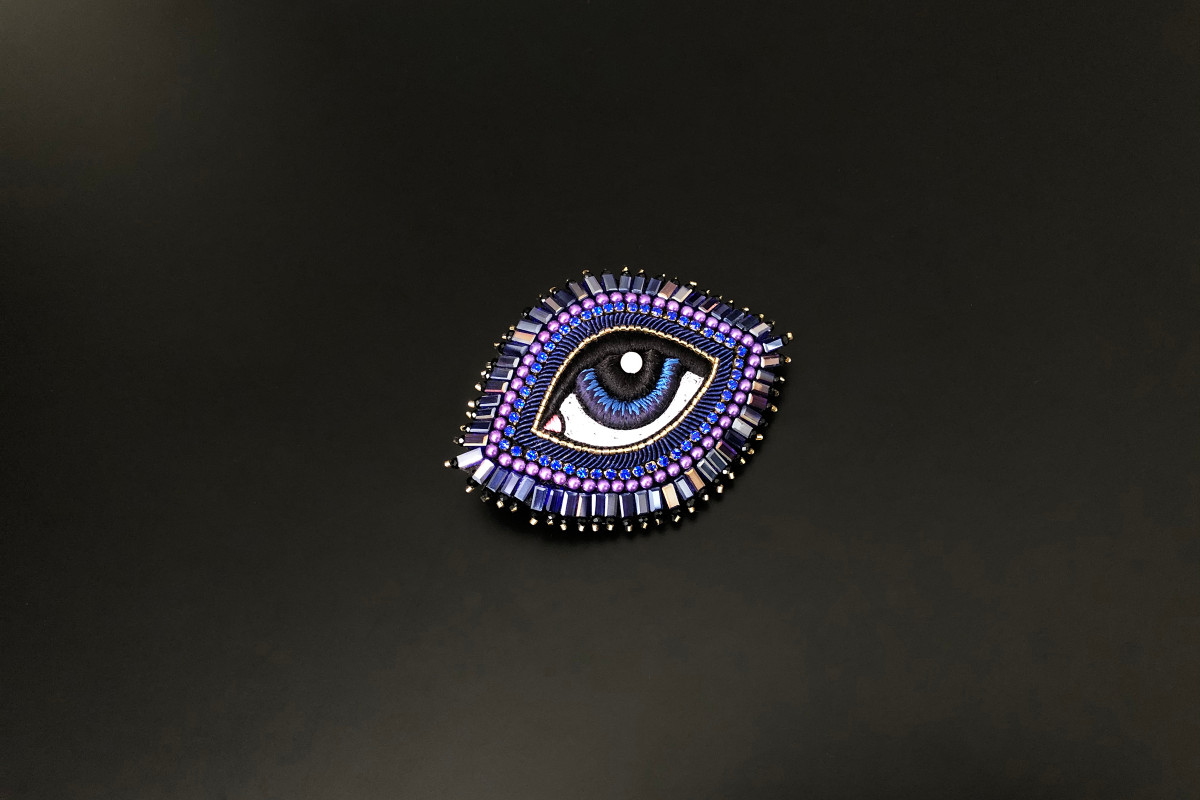 Small Majorelle Blue Eye Brooch. Miyuki Japanese gold beads. Silk from the house of Au Ver à Soie. Handmade.
