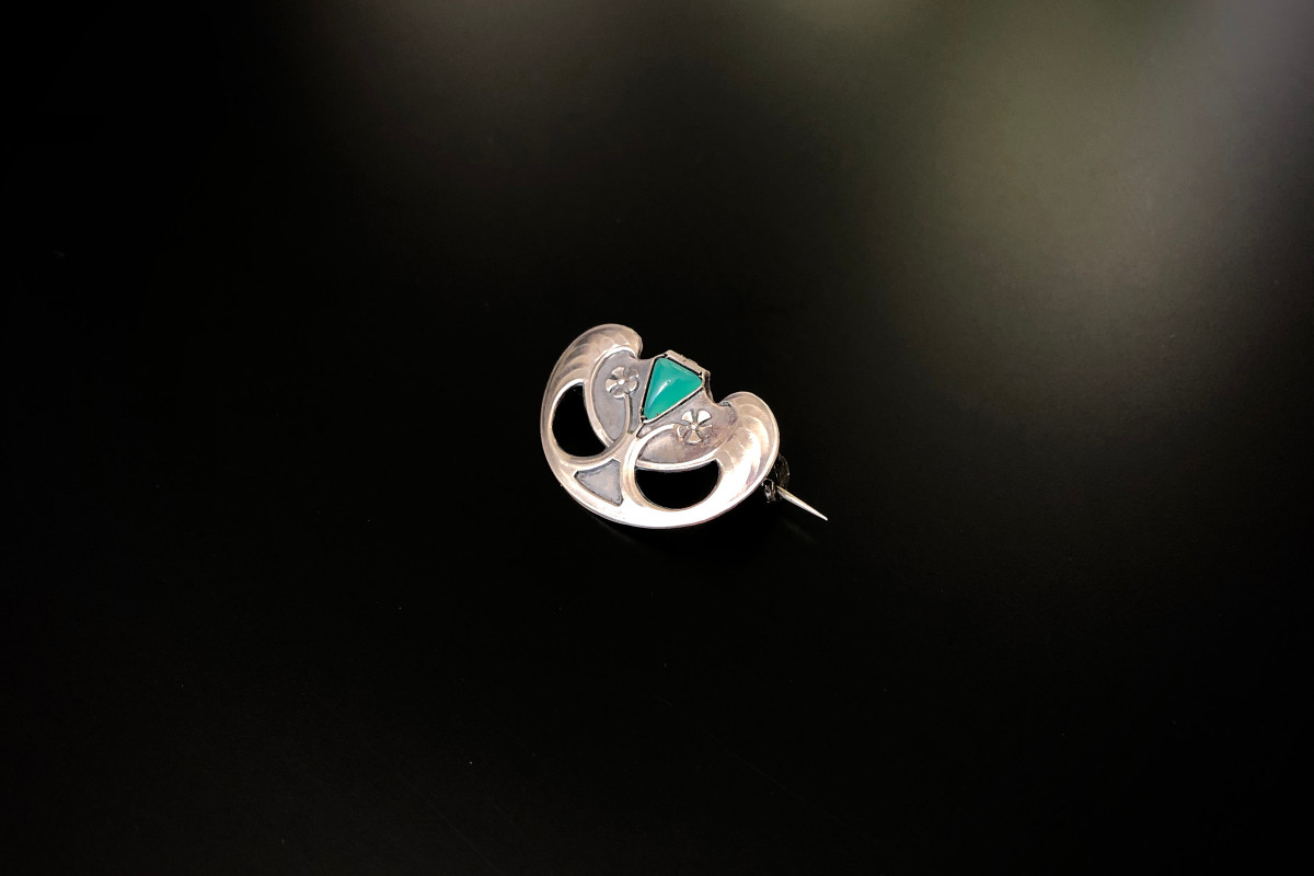 Russian Silver and Chrysoprase Brooch. Art Nouveau.