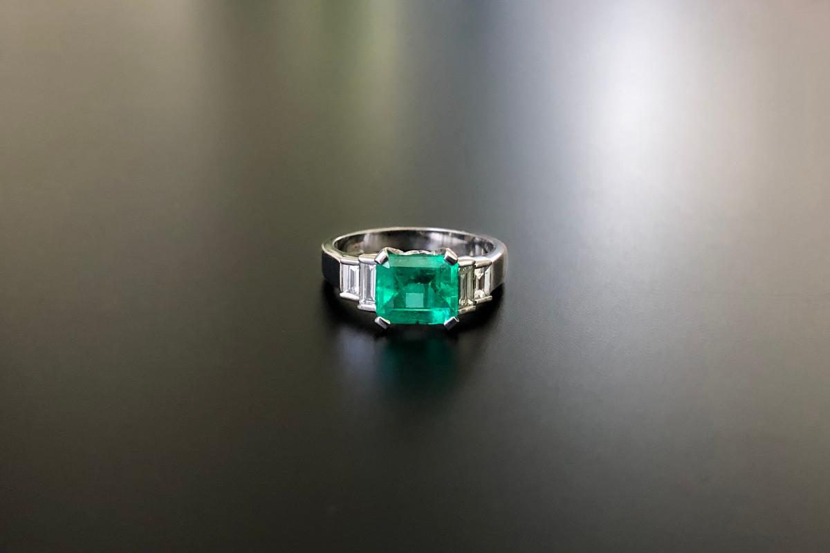 An Elegant Emerald and Diamond Ring