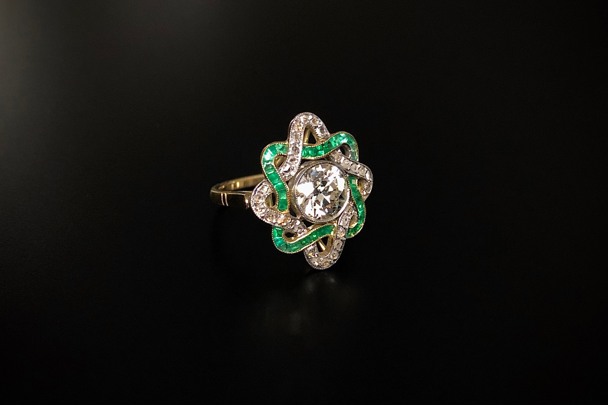 A Refined Diamond and Emerald Dress Ring