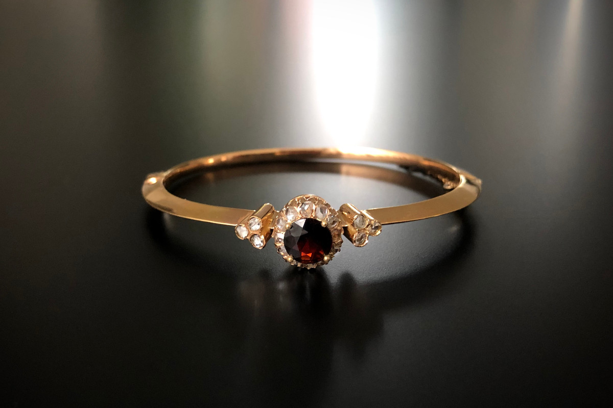 An Elegant Garnet, Diamond and Gold Bangle