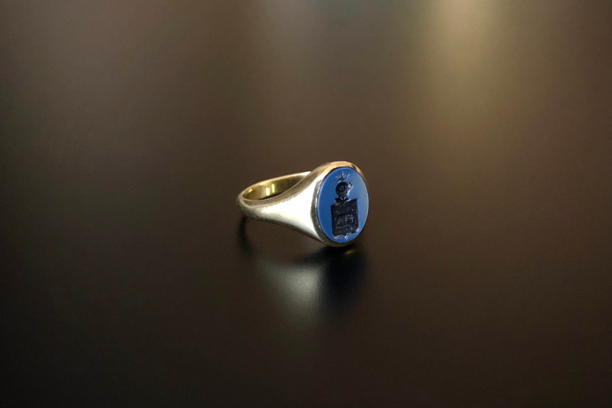 A Classic Agate Intaglio RIng Oval form Finely carved crest 14ct yellow gold Total weight: 4.7gms French  Circa 1880