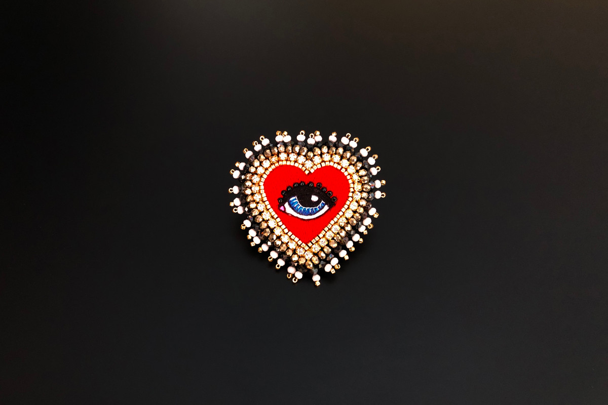 Lover's Eye brooch by Celeste Mogador Miyuki Japanese gold beads. Silk from the house of Au Ver à Soie.   55 x 55mm. Handmade.